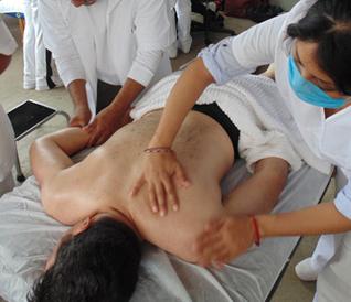 Aplicación de la herbolaria en técnicas de masaje y spa prehispánicos