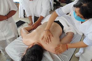Aplicación de la herbolaria en técnicas de masaje y spa prehispánico.